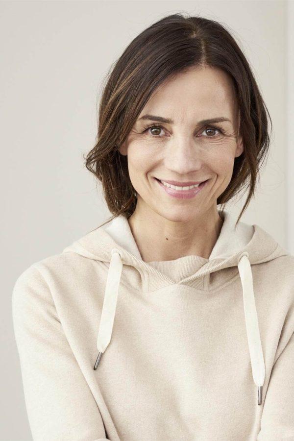 Living Crafts Kapuzenpullover für Damen Flora cremefarbig aus Bio-Baumwolle